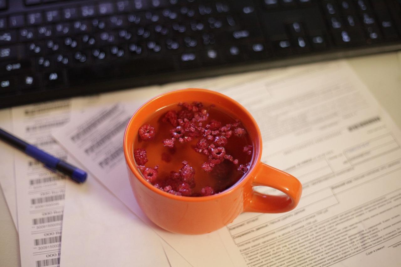 Herbata z sokiem z malin