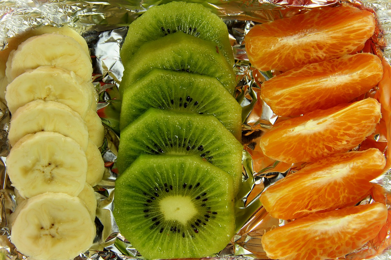 Przepis na zimową sałatkę owocową z dodatkiem chipsów kokosowych