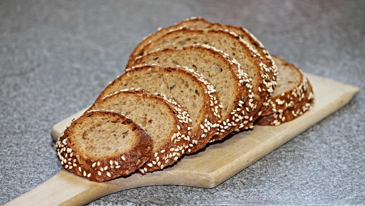 Chleb pełnoziarnisty na suchym zakwasie żytnim