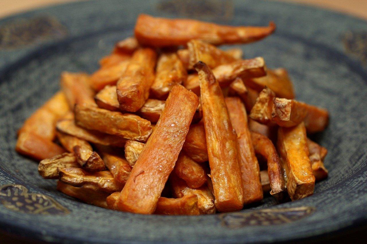 Smaczne frytki warzywne z dodatkiem przyprawy do ziemniaków