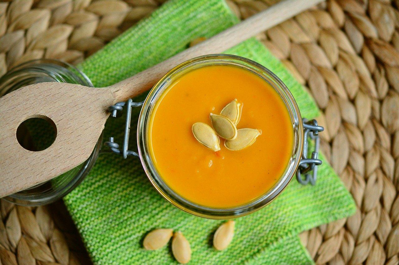 Jesienna zupa z dyni z dodatkiem imbiru