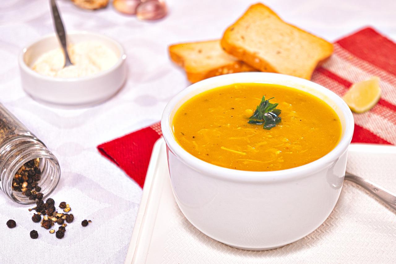 Zupa krem z marchewki z bobem prażonym solonym