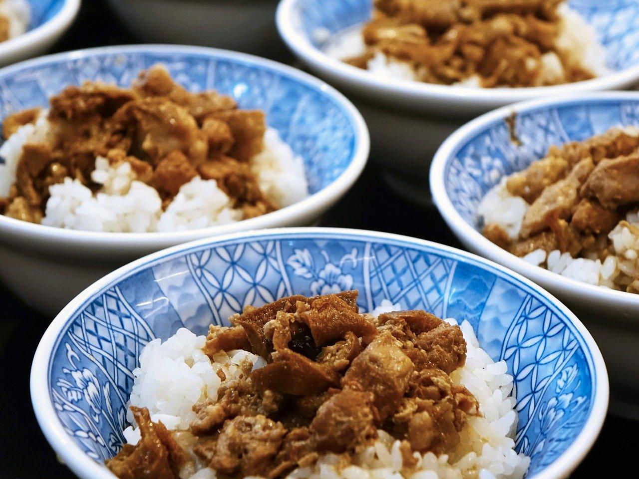 Tofu curry z ryżem i bazylią