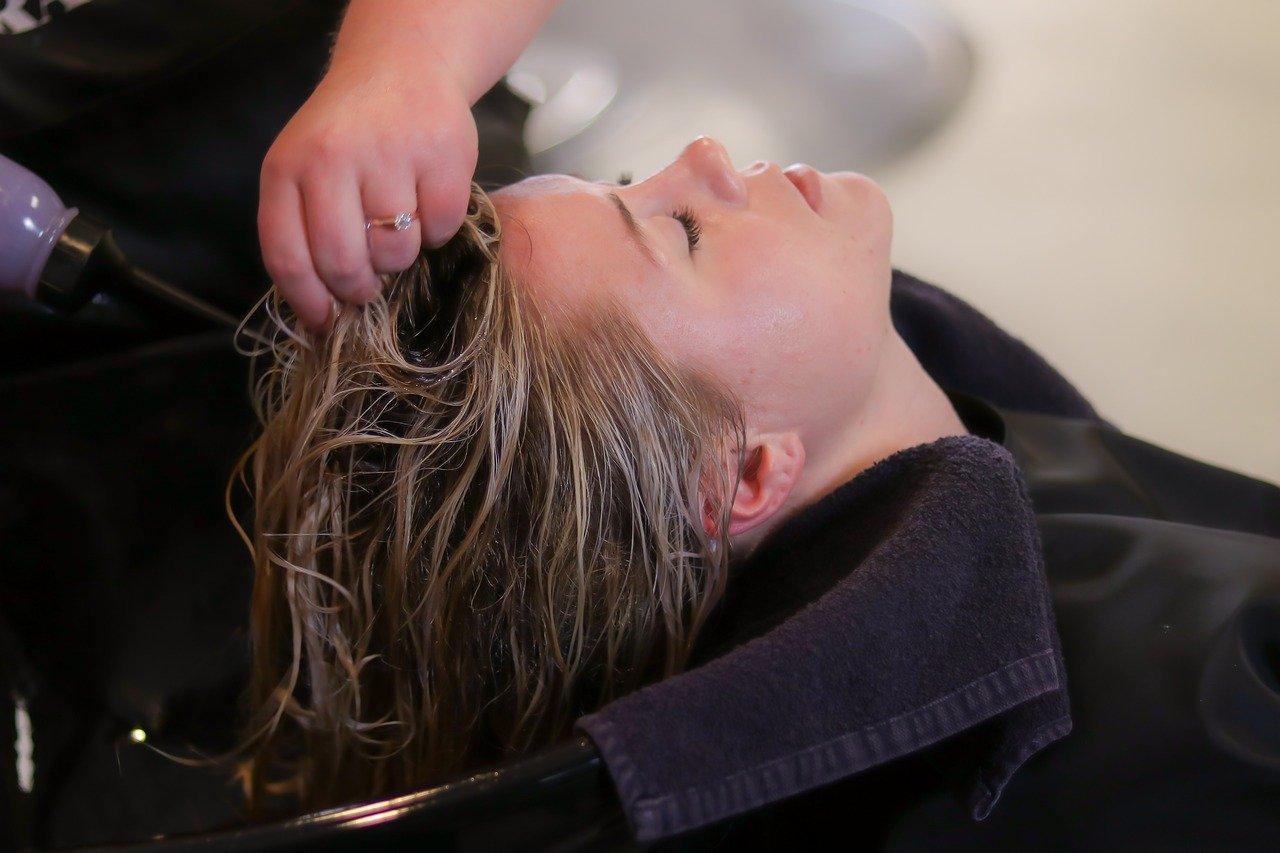 Odżywcza maseczka na włosy z olejem neem